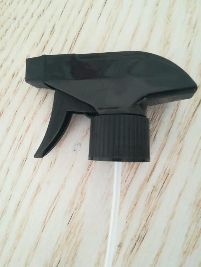 Na zalogi imamo 40.000 črnih razpršilk s sprožilcem trigger navoja 28/410, na prodaj po ugodni ceni