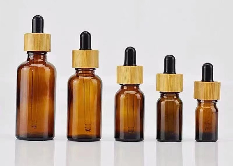Stekleničke s kapalkami, ki imajo pokrovček iz bambusovega lesa, so letošnji prodajni hit