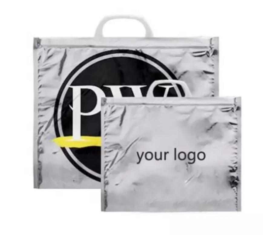 Termo izolirne vrečke so uporabne tako v toplejših mesecih kot tudi pozimi. Nanje lahko natisnemo tudi vaš logotip